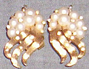 Trifari Signed Clip On Earrings (Image1)