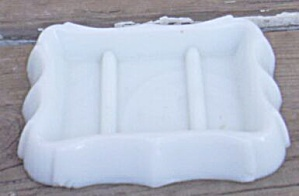 Old Glass Soap Dish (Image1)