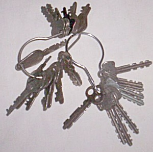 28 Old Flat Keys some Marked like Eagle (Image1)