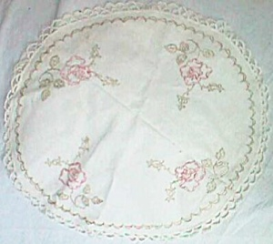 Vintage Round Center Piece Dollie Embroidered Roses (Image1)