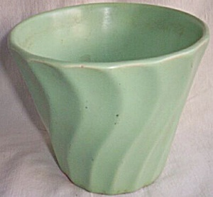 Early Red Wing Rumrill Flower Pot (Image1)