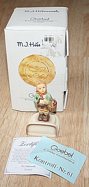 Goebel Village Boy Place Card Figurine MIB (Image1)