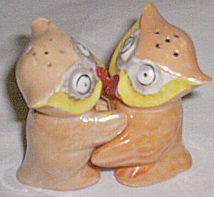 Vintage Hugger Owls Salt & Pepper Shakers Peach Luster (Image1)
