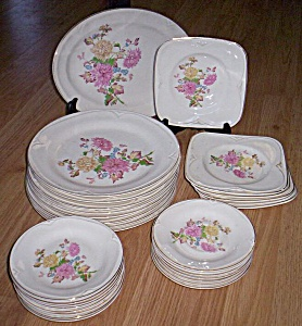 31 Pc Knowles Dinnerware Chrysanthemums