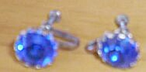 Vintage Blue Stone Screw on Earrings (Image1)