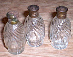 3 Miniature Caster Bottles Swirl (Image1)