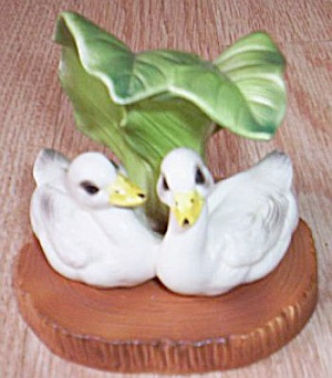Lefton Ducks under Leaf Figurine (Image1)