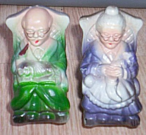 Plastic Old Rocking Couple Salt Pepper Set (Image1)