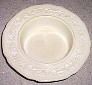 Indiana Custard Flower and Leaf Band Butter Base (Image1)