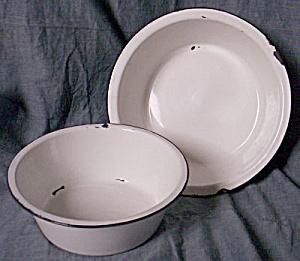 White & Black Enamelware Nesting Bowls (Image1)