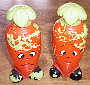 Anthropomorphic Carrot Salt and Pepper Shaker (Image1)