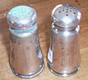 Silver Plated Salt Pepper Shakers (Image1)