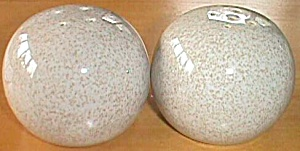 Round Speckled Salt Pepper Shakers Red Wing (Image1)