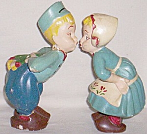 Pair Chalkware Kissing Dutch Kids (Image1)