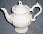 Click to view larger image of Myott Staffordshire Tea Pot Olde Chelsea Shape (Image1)