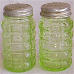 Click here to enlarge image and see more about item fla-4: Green Depression Shakers Waffle Pattern Free Shipping