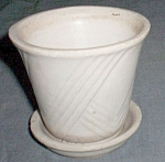 Click here to enlarge image and see more about item ole-627: Small Brush Violet Pot Ivory Repeating Checks