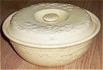 Click here to enlarge image and see more about item sf-17: Homer Laughlin Oven Serve Casserole Yellow