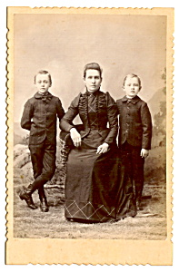 Vintage Cabinet Photo: Mother, Sons, Great Pose Manitowoc