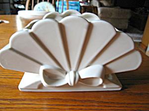 Abingdon Pottery Co. Fan Vase (Image1)