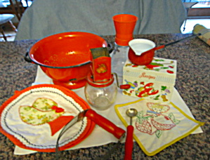 Vintage Collectible Kitchen Assortment (Image1)