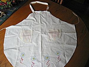 Vintage Embroidered Apron (Image1)