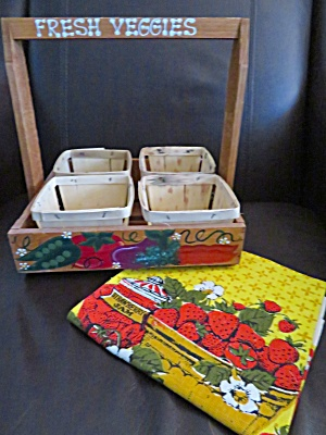 Wood Berry Tray & Kitchen Linen