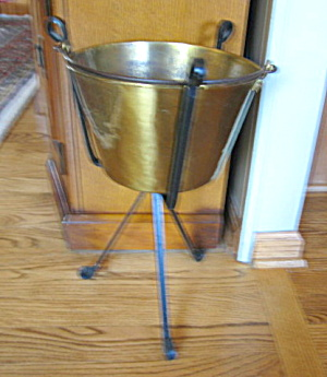 Antique Brass Bucket w/Stand (Image1)