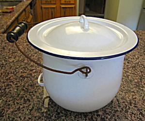 Graniteware Chamber Pot Vintage (Image1)