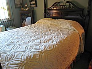 Vintage Chenille Bedspread (Image1)