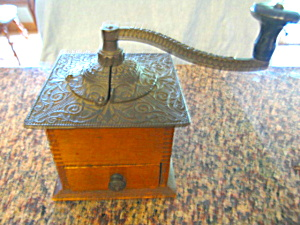 Antique LFC Coffeegrinder (Image1)
