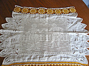 Vintage Figural Crocheted Doily (Image1)