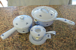 Vintage Holland Cast Enameled Cookware (Image1)