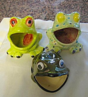Ceramic Frog Trio (Image1)