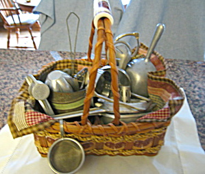 Vintage Kitchen Collectibles Basket (Image1)