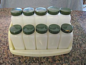 Vintage Spice Set Green Lids (Image1)