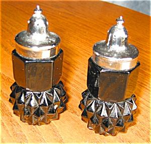 Tiara Black Glass Shakers (Image1)