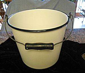 Antique Graniteware Bucket (Image1)