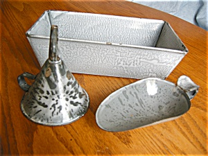Antique Gray Graniteware Assortment (Image1)