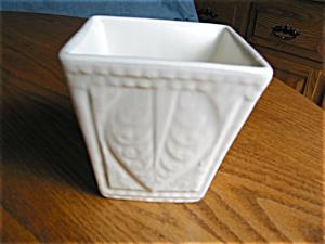 Vintage Hull Pottery Vase (Image1)