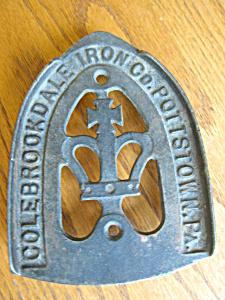 Colebrook Iron Sad Iron Trivet Stand (Image1)