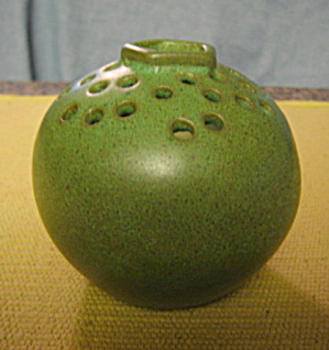 Vintage Kelloggs Flower Frog (Image1)