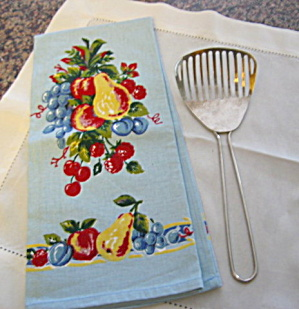 Vintage Kitchamajig and Kitchen Towel (Image1)