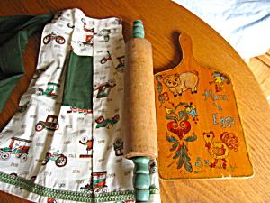 Vintage Rolling Pin, Apron, Cutting Board (Image1)