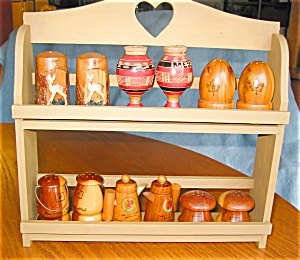 Wooden Souvineer Shakers W/rack