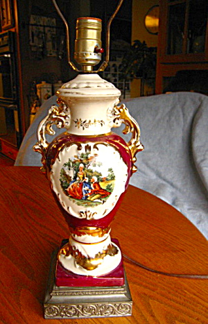 Vintage Colonial Figurines Porcelain Lamp