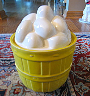 McCoy Egg Basket Cookie Jar (Image1)