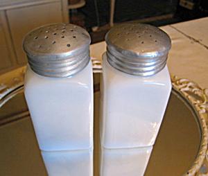 Vintage Milk Glass Jars Large (Image1)
