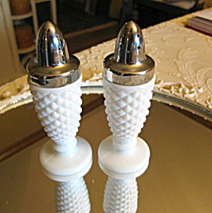Westmoreland Milk Glass Vintage Shakers (Image1)