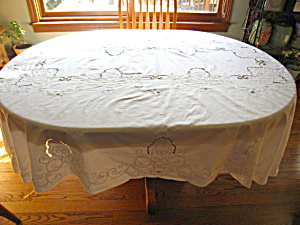 Vintage White Oval Tablecloth (Image1)